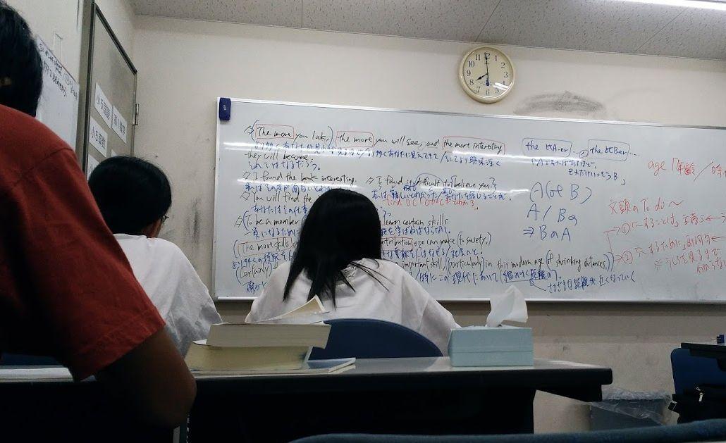 あすか塾で勉強する生徒たち